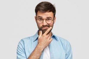 Oktoberfest-Alternativen zur Lederhose: was soll ich als Mann anziehen?